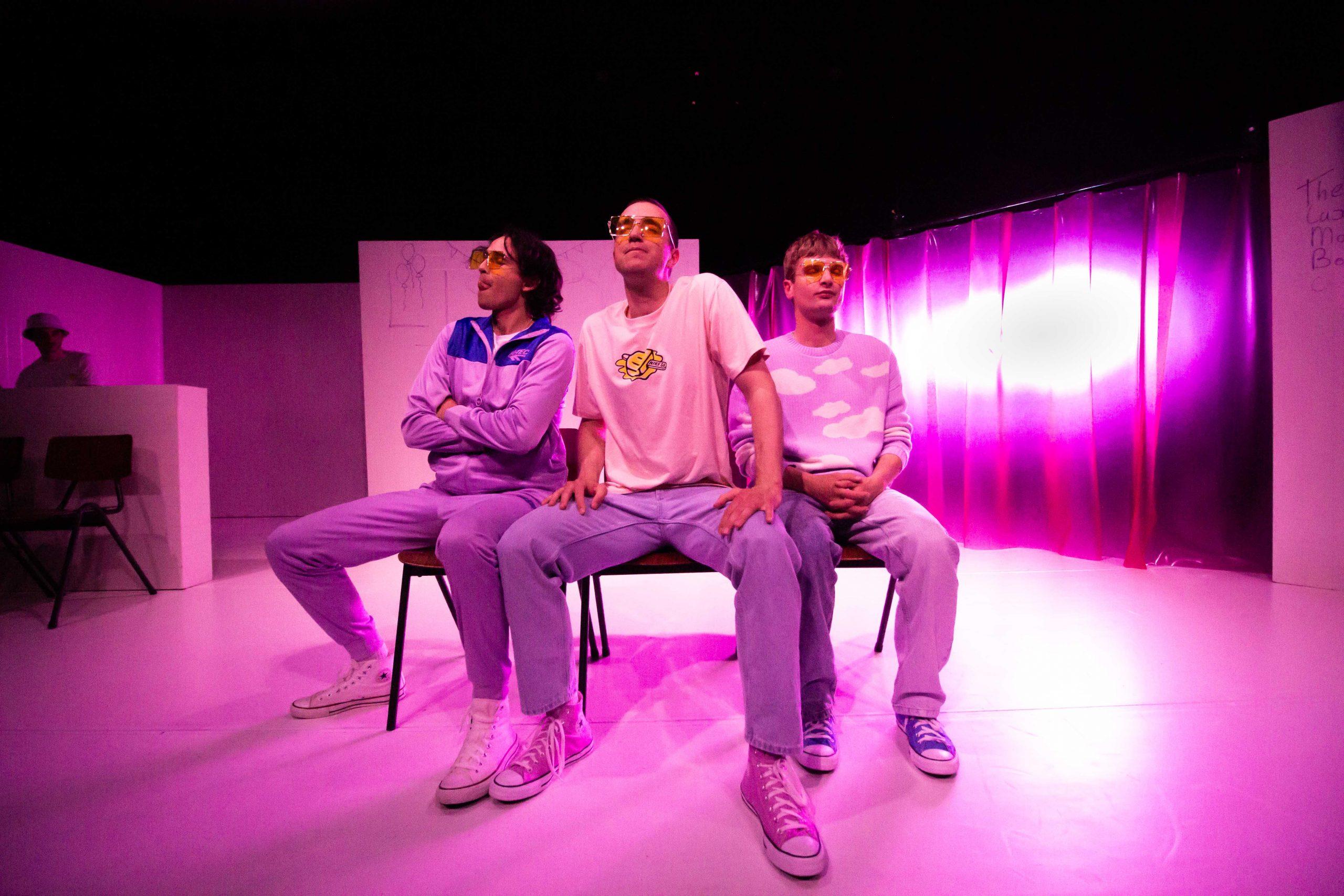Suicide Sisters - Theater - Eva van Kleef - Abe Dijkman - Sebastiàn Mrkvicka - Arman Rosbak - Acteur - Het Laagland - Viazuid - toneelacademie maastricht